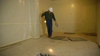 inspector checking the slab leveling inside a home.