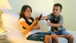 kids fighting over tv remote
