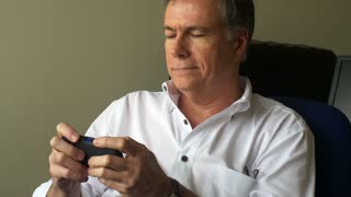 man texting on his smart phone 4k