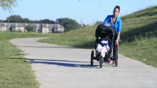 mother jogging with her baby in the stroller has knee pain