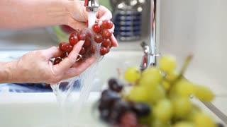 rack focus woman washing fruit