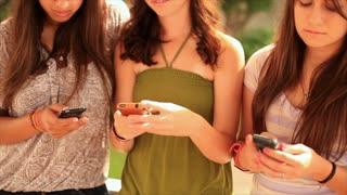 teenagers texting tilt