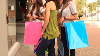 teens window shopping