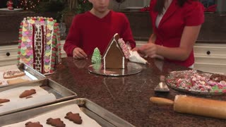 tiltup of kids making a gingerbread house