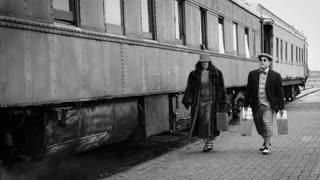 1930 period travelers leaving the train 4k