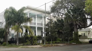 establishing shot of a typical victorian in New Orleans 4k