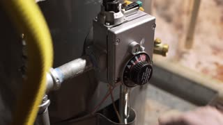 homeowner reducing water heater temperature 4k