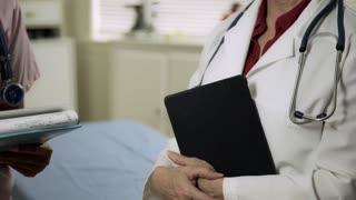 Tilt Student Nurse Listening To The Doctor 4 K