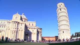 Wide shot of the famous Leaning Tower of Pisa.