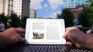 eBook Reader in the City 3627