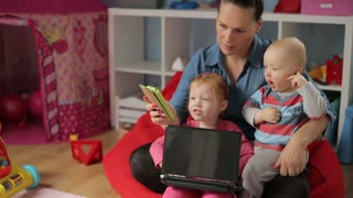 Mother spend time with kids and showing something on smartphone
