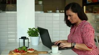 Women working laptop in coffee