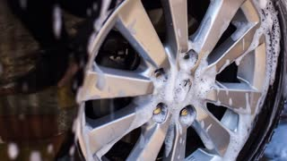 Cleaning a car wheel