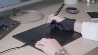 Stylus to draw on a tablet