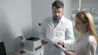 Ophthalmological doctors consulting over patient's treatment