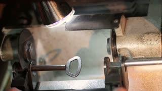 copying a key by a key machine