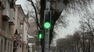 Stoplight turning Green to Red.