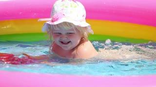 baby+girl in pool