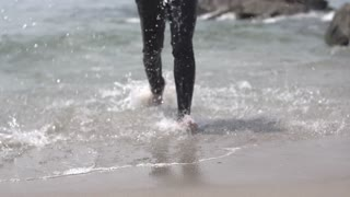 male feet. feet of jogging man at the beach. slow motion.