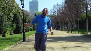 Jogger having muscle contraction, slow motion shot at 60fps, steadycam shot