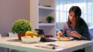Woman eating healthy breakfast at home
