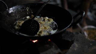 CU Food cooking in oil / India