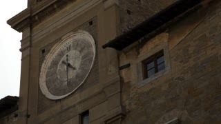 CU LA Old town clock tower / Tuscany, Italy