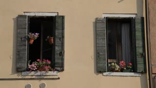 MH LD Windows with Flower Boxes / Venice, Italy