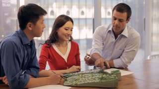 MS Businessmen and woman discussing project in modern office / China