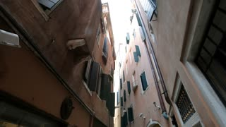 POV WS LA Buildings in Narrow Street / Venice, Italy