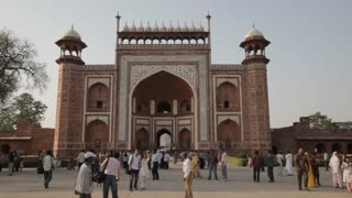 WS Crowds in front of Great Gateway to Taj Mahal / Agra, India