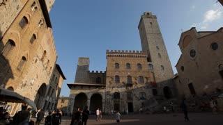 WS LA LD People Walking Through San Gimignano Piazza / Tuscany, Italy