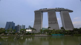 WS Lake and art in front of Marina Bay Sands / Singapore