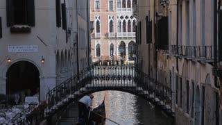 WS LD Gondola Going under Bridge / Venice, Italy