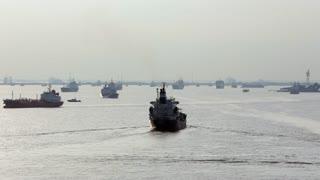 WS PAN Ships in harbor / Singapore