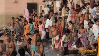 WS People bathing in Ganges / Varanasi, India