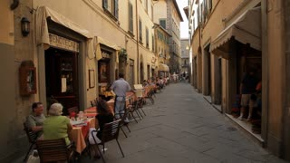 WS People eating in street cafe / Tuscany, Italy