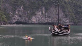 WS Small boat and kayak in Ha Long Bay / Vietnam