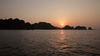 WS Sunset in Ha Long Bay / Vietnam
