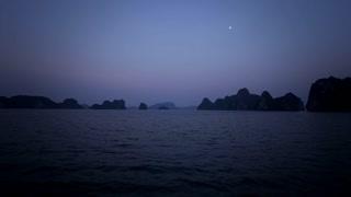 WS Twilight in Ha Long Bay / Vietnam