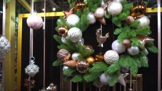Beautiful Christmas Wreath Decoration White Balls