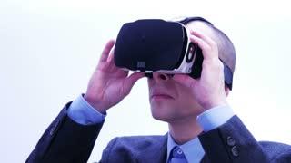 Businessman using VR-headset - 4 K
