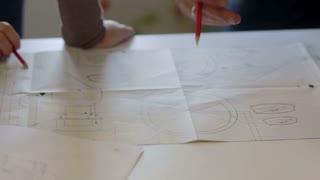 Designer and worker discuss the plan of repair.