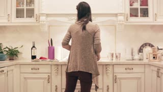 girl preparing a meal in the kitchen. time lapse