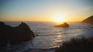 Timelapse of sunset at Pfeiffer beach with the keyhole arch in view