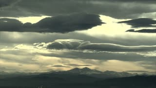 Awesome Cloud Timelapse Over Mountain Range