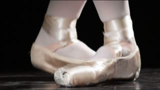 Ballerinas Feet to Pointe