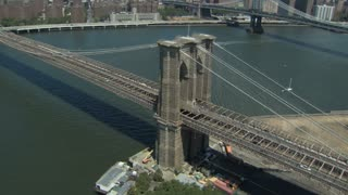 Brooklyn Bridge Zoom in