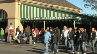 Cafe Du Monde and Pedestrians