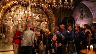 church of the holy sepulchre people pray - Editorial